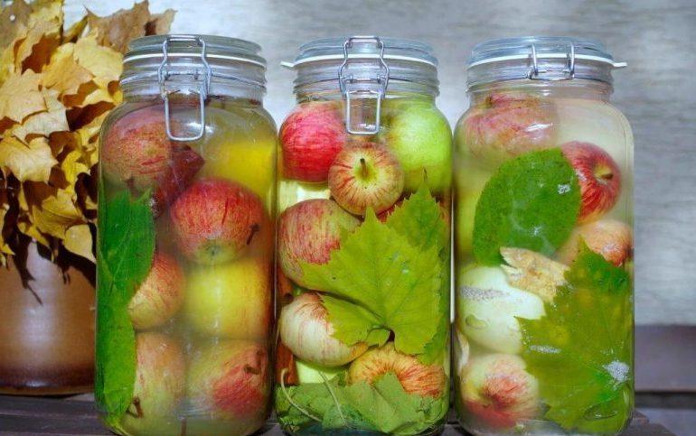 Моченые яблоки на зиму в банках